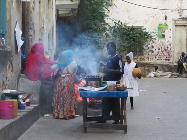 Foof Travel Zanzibar. People are cooking on the street